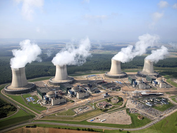 Greenpeace Criticises French Authority's Plans to Extend Nuclear Power Plant Life