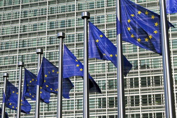 European Commission Reaches Agreement on Potential COVID-19 Vaccine, Purchases 300m Doses