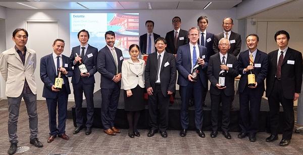 Deloitte-Japan_desk-600.jpg